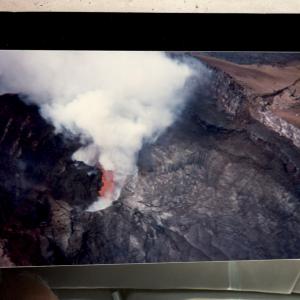 """Hawaii - In spiaggia con Anna Ravizza. Escursione al vulcano con Anna e Luigi Ravizza, i miei """"genitori adottivi"""" (Congresso dell'American College of Neuropsychopharmacology, Kamuela, Hawaii, 5-12 dicembre, 1997)."""