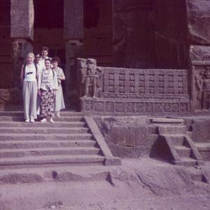 Escursione a un tempio buddista tra tigri e leoni. Congresso Regionale della Società Mondiale di Psichiatria Biologica (Bombay, India, 8-10 gennaio 1996)