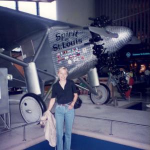 Spirit of  Saint Louis -  Davanti all'aereo di Charles Lindbergh che compì la pèrima trasvolata atlantica Congresso del CINP (Washington USA, 27 giugno/1 luglio, 1994) con relazioni.