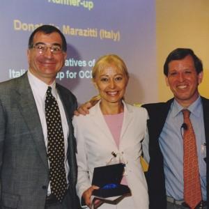 Premio al Congresso Mondiale di Psichiatria Biologica, Berlino 2001. Donatella tra Joseph Zohar e  Jack Gorman